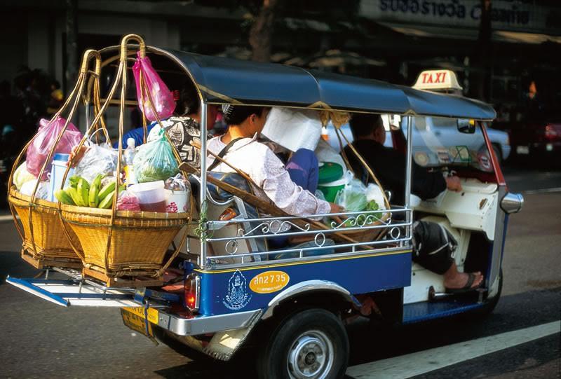 รถตุ๊ก ตุ๊ก ของประเทศไทยจัดเป็นแท็กซี่ประเภทให้บริการในการเดินทางที่ติดอันดับ 1 ใน 5 ของโลก