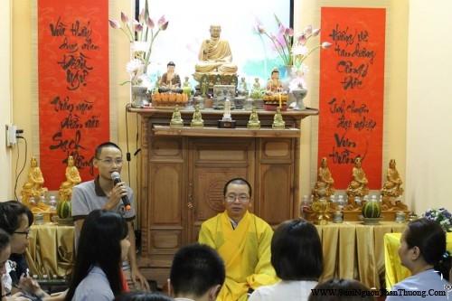 Phật tử Khả Anh thay mặt đại chúng tri ân công đức Đại Đức giảng sư