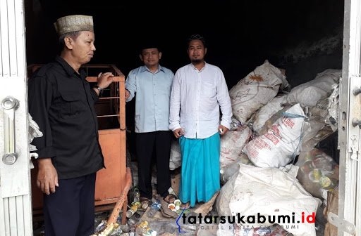 Camat Kebonpedes Ali Iskandar bersama penggagas Bank Sampah Dandra Hermawan// Foto : Dian Syahputra Pasi