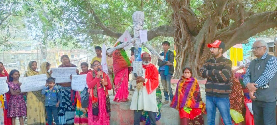 जगदीशपुर में बदायूं की घटना को लेकर ऐपवा ने फूंका सीएम योगी का पुतला,दोषियों को फांसी देने की मांग