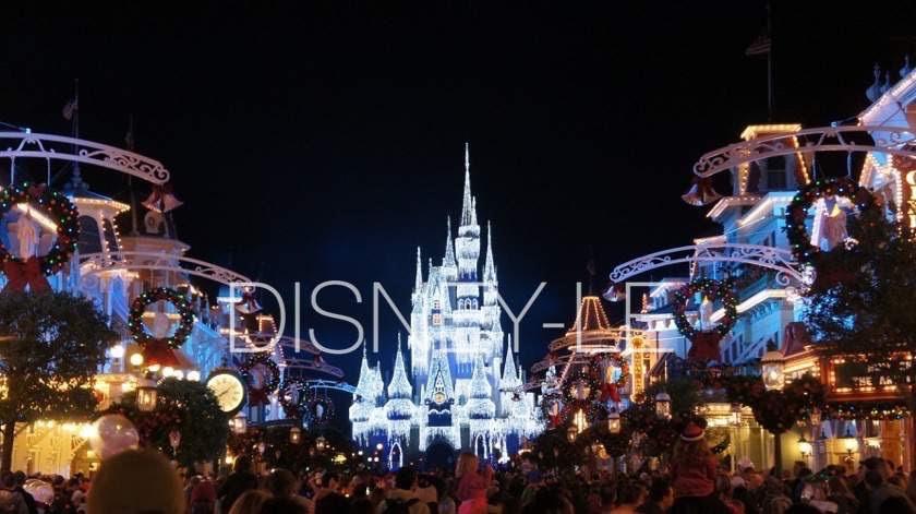 クリスマスシーズンのウォルト・ディズニー・ワールド(WDW)、マジック・キングダムの様子