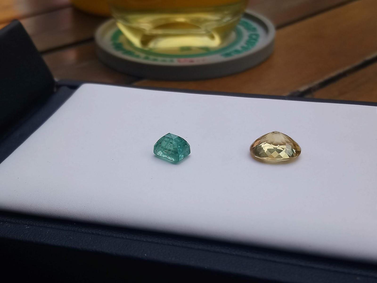 Ngọc Lục Bảo thiên nhiên tặng kèm viên đá Citrine thiên nhiên