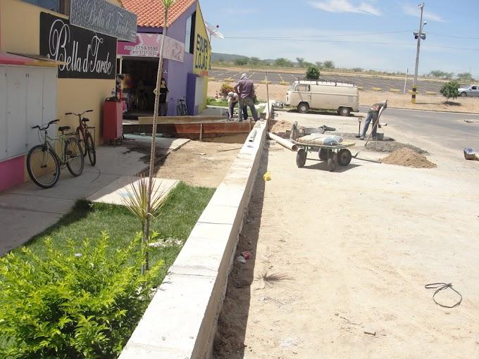 Moda Center constrói paredão para conter a água da chuva