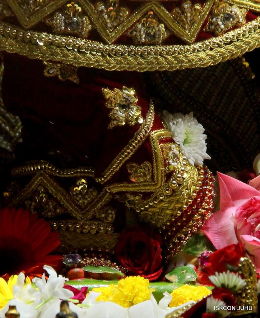 ISKCON Juhu Sringar Deity Darshan on 5th Aug 2016 (15)