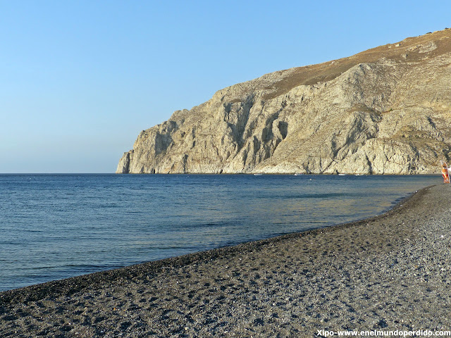 playa-kamari-santorini.JPG
