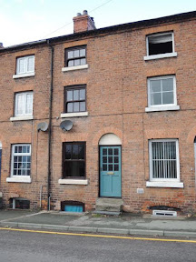 Mid-terrace town house for sale