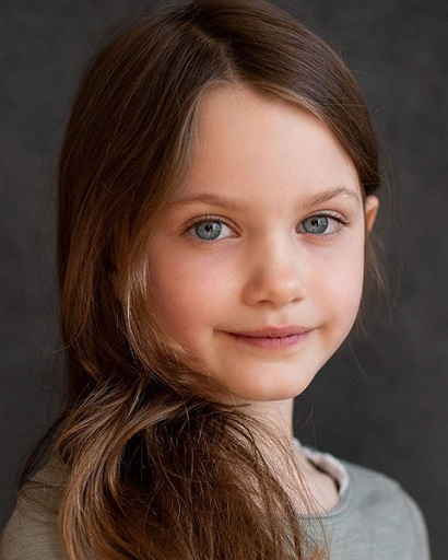 Caoilinn Springall is a well-known child actress who has just started her professional acting career. Her debut movie The Midnight Sky got released on December 23, 2020, and we can find her playing the role of Iris. In her debut movie, she has showcased her talent and this will surely ensure many other filmmakers to take her in their upcoming projects.