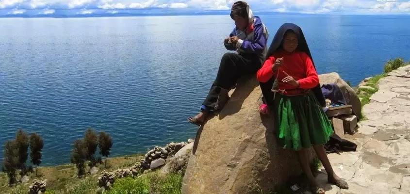 COMUNEROS DE TAQUILE | TOUR ISLA TAQUILE TRADICIONAL