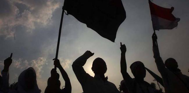Umat Islam Menghadapi Bangkitnya Komunisme