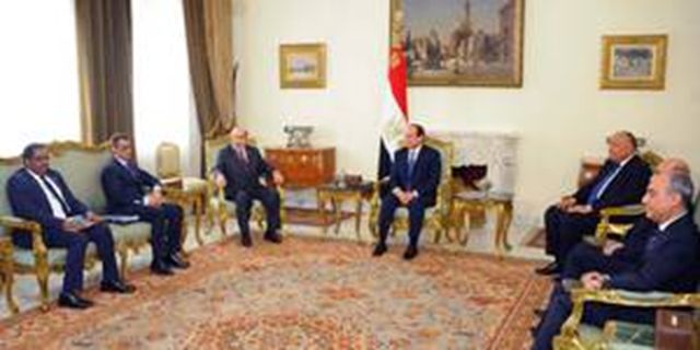 President Abdel Fattah El Sisi of Egypt, center, meets with FAO's Graziano da Silva (left) and other officials in Cairo, 9 March 2017. They discussed water scarcity needs in North Africa and the Near East. Photo: FAO