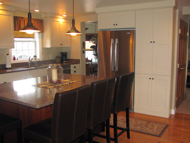 This owner wanted an eat-in island with several seats.  The main section of cabinets is Maple with an Alma finish and the island is Quarter Sawn Oak with a Sable stain color.  The countertop is a Silestone product, the color is Sierra Madre.