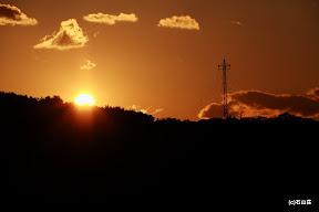 2011/12/17の夕日です。この時期は多徳島に夕日が落ちていきます。