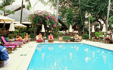 สระว่ายน้ำ ของ ที่พักเกาะช้าง ที่ โรงแรมบ้านปู หาดทรายขาว