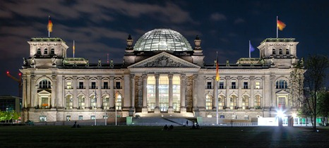 800px-Berlin_-_Reichstag_building_at_night_-_2013