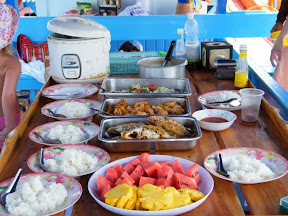 ทานอาหารเที่ยงบนเรือ