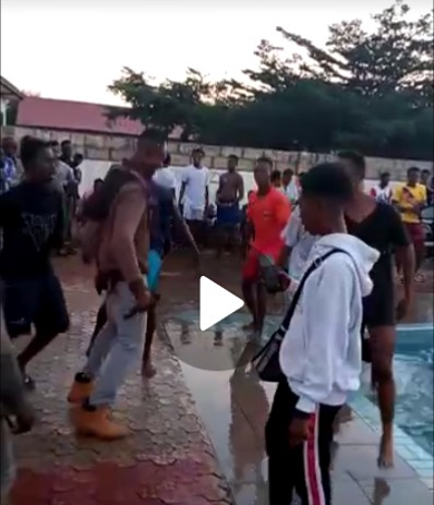 """Cash Bee On Fire - As He Performs His Latest (new) Released Track """"Sunyarica"""" At Dinpa FM Jam Pool party."""
