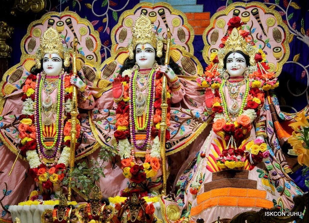 ISKCON Juhu Sringar Deity Darshan 10 Jan 2017 (60)
