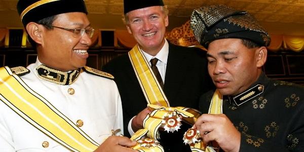 Beza Gelaran Dato' Dan Datuk, Ramai Yang Salah Faham Selama Ini !