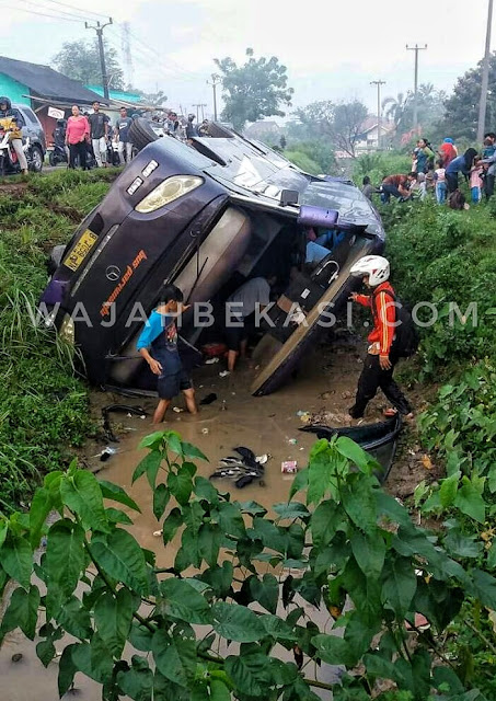 Bus Pengangkut Siswa Paud Terperosok Di Cibarusah