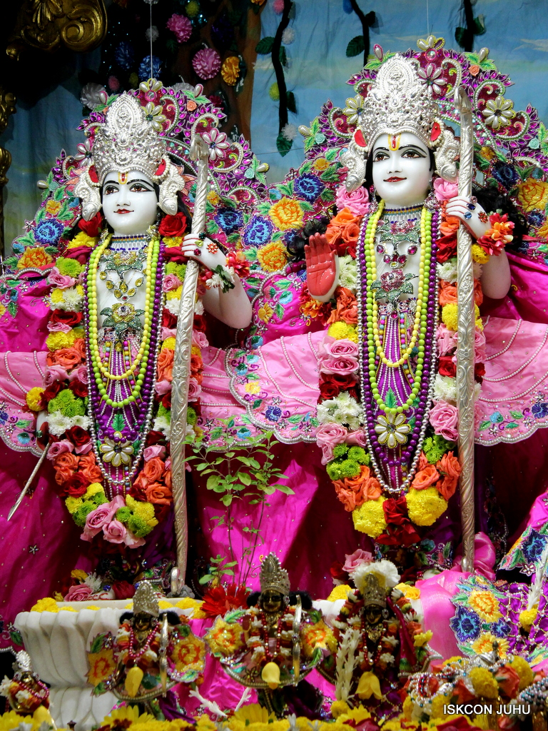 ISKCON Juhu Sringar Deity Darshan on 29th Sep 2016 (39)