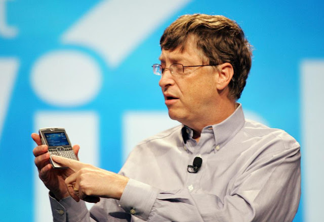 Bill Gates Reveals he Doesn't Use an Iphone, Says he prefer Android