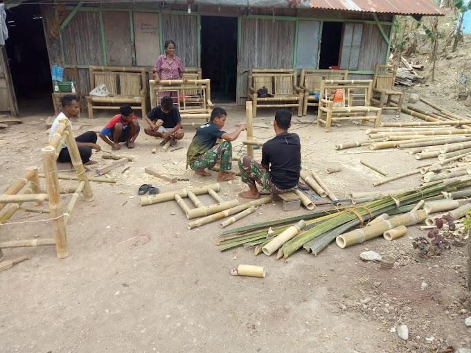 Dansatgas Pamtas Yonif 742/SWY Berikan Apresiasi Atas Keberhasilan Pos Lakmars Ajarkan Kerajinan Bambu