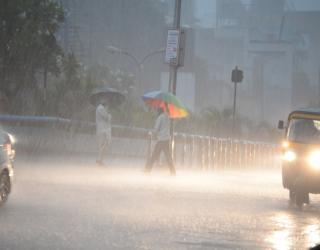 Maharashtra Rain : चक्रवाती तूफान ' गुलाब ' के असर से महाराष्ट्र के इन इलाकों में आज होगी मूसलाधार बारिश, सोमवार से आने वाले 4 दिनों के लिए चेतावनी जारी Chakravati Tufan Gulab Maharashtra me Musaldhar Barish