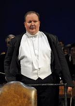 """Photo: Joseph OLEFIROWICZ. Er dirigierte """"Candide"""" von Leonard Bernstein am 22.1.2012. an der Wiener Volksoper. Foto: Barbara Zeininger"""