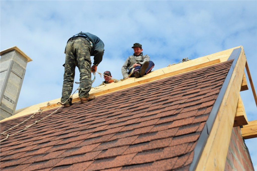 Choosing a Roofing Contractor – What to Consider When Hiring a Contractor