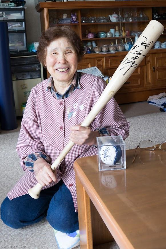 喜美子さんの宝もの「稲葉篤紀 選手のサイン入りバット・ボール」