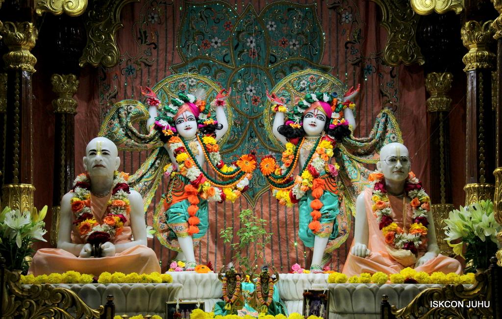 ISKCON Juhu Sringar Deity Darshan on 21st Oct 2016 (44)