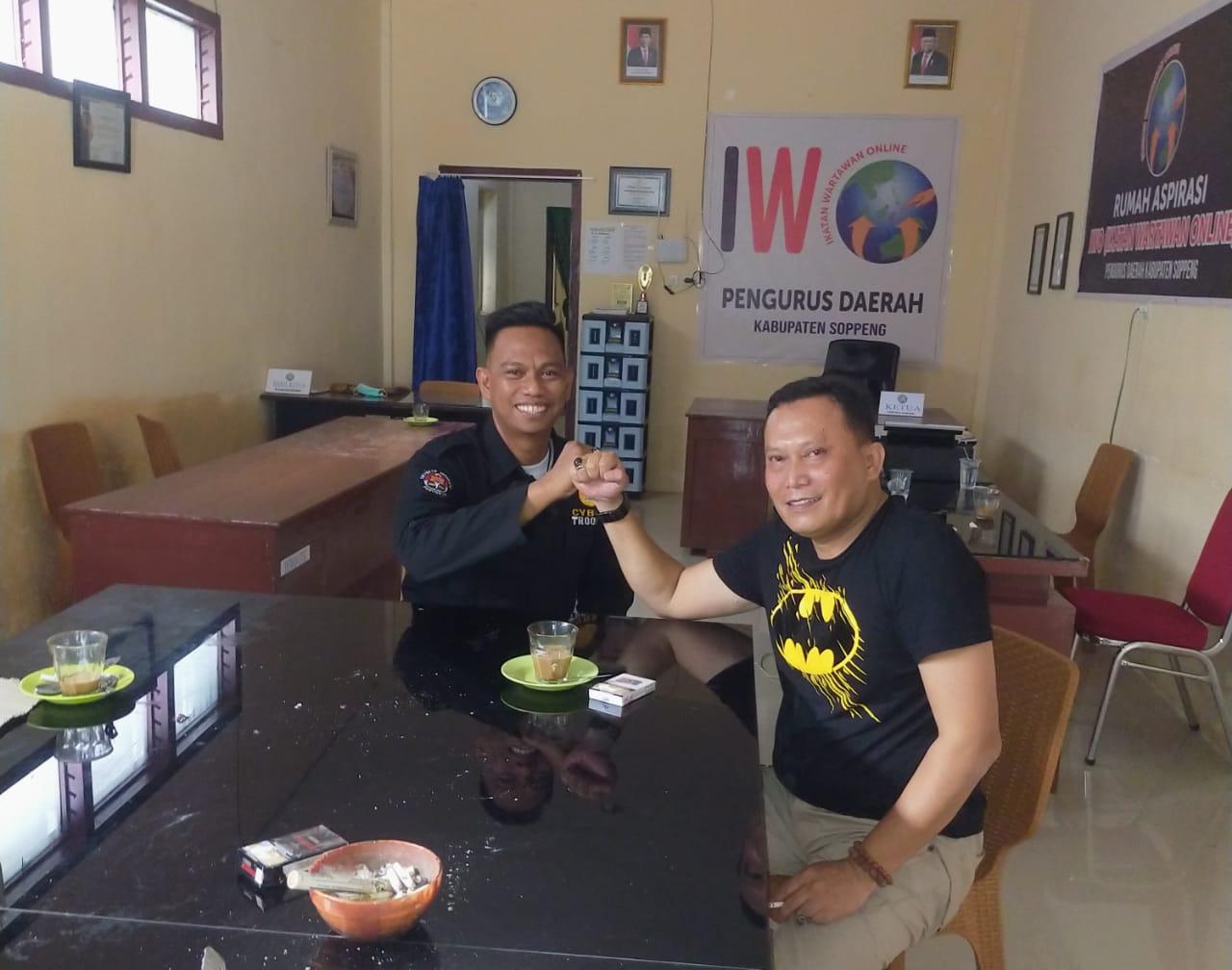 Ketua IWO Soppeng Menerima Kunjungan Silaturahmi Paur Humas Polres Soppeng
