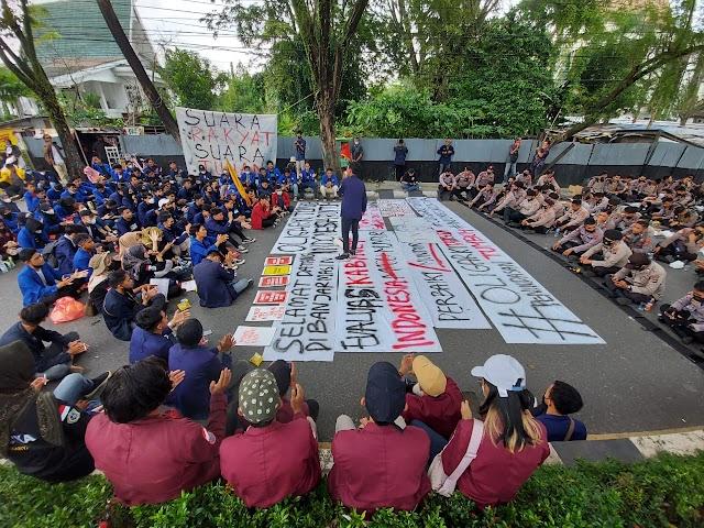 Momentum Kedatangan Presiden ke Kalsel, Diwarnai Aksi Gabungan Mahasiswa Evaluasi Dua Tahun Kepemimpinan Jokowi-Ma'ruf