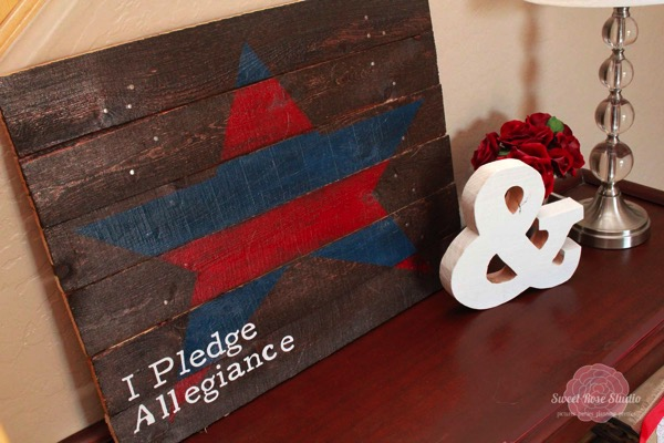 Patriotic Entry Way with USA Pallet Art from Sweet Rose Studio 1