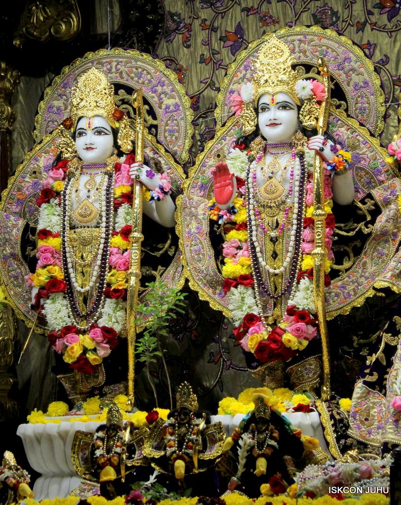 ISKCON Juhu Sringar Deity Darshan on 22nd Oct 2016 (35)