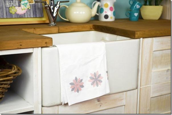 sizzix-bigz-die-delightful-daisy-tea-towel