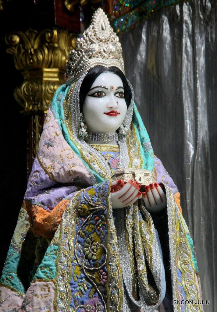 ISKCON Juhu Mangal Deity Darshan on 29th April 2016  (17)