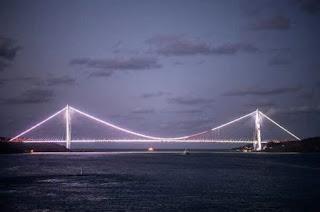 Inauguration du troisième pont sur le Bosphore, projet titanesque d'Erdogan.