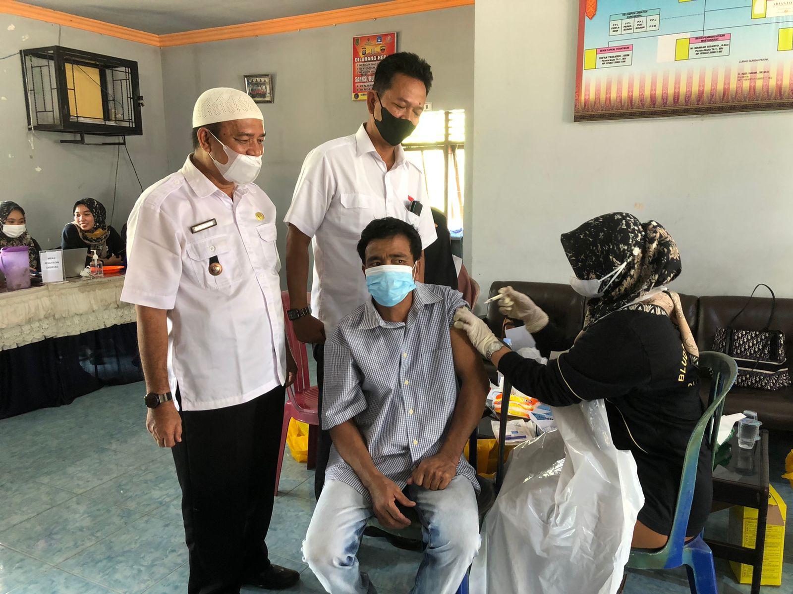 Vaksin dari Kadin Riau dan OJK untuk Inhil Diserbu Masyarakat
