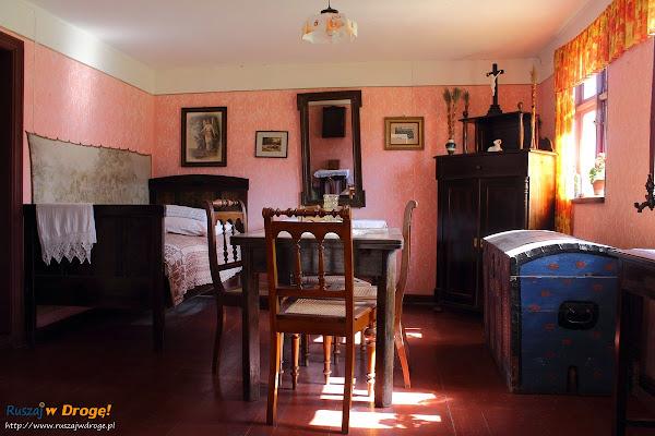 Muzeum Wsi Słowińskiej w Klukach - wnętrze chaty