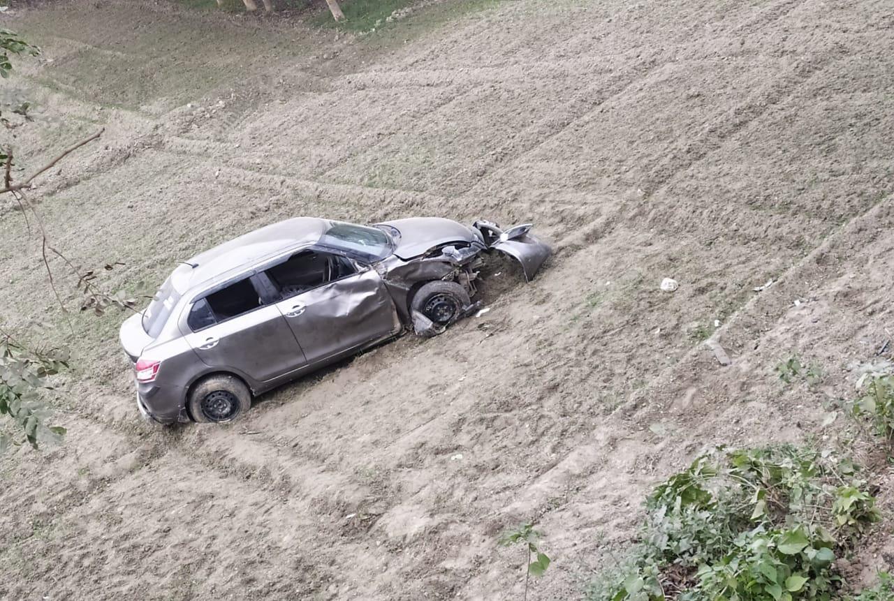 विभूतिपुर में अनियंत्रित कार ने साईकिल सवार को मारी ठोकर,दो लोग गंभीर रूप से जख्मी।