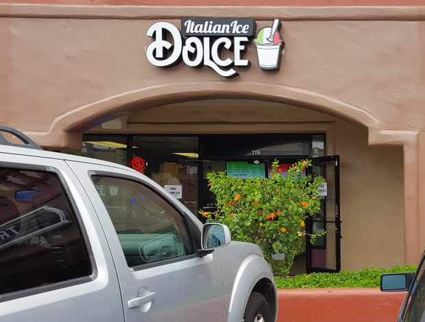 photo of the outside of Dolce Italian Ice