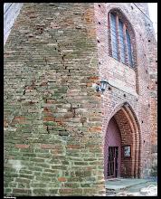 Photo: Die imposante Nikolakirche Richtenberg (13. Jahrhundert) in Vorpommern benötigt Mörtel für die Fugen im Backsteinmauerwerk.