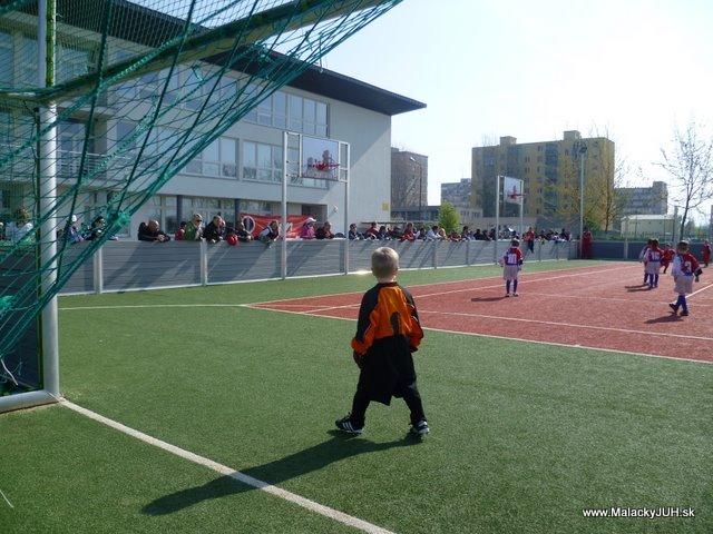 Veľkonočný medzinárodný ZLATÝ futbalový turnaj ČSFA (17.4.2011) - P1020055.JPG