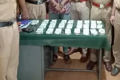 മതിയായ രേഖകളില്ലാതെ ബസ്സിൽ കടത്തുകയായിരുന്ന 12 ലക്ഷം രൂപയുമായി കുമ്പള സ്വദേശി അറസ്റ്റിൽ