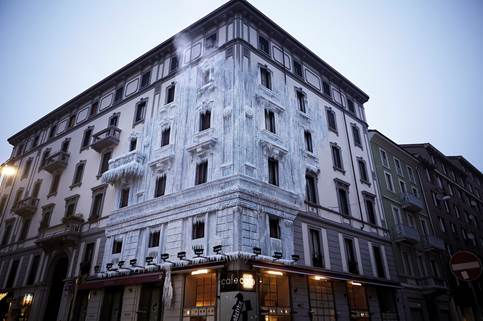 E.ON Italy & M&C Saatchi 'Freeze' Historic Building in Milan to Highlight Energy Waste
