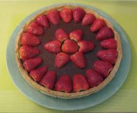 Tarte au fraises aux 3 chocolats - recette indexée dans les Desserts