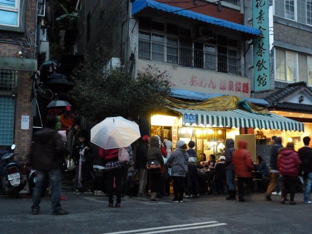 une queue monstre pour ce petit restaurant