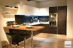 cucina con penisola in legno rovere massello - La Casa Moderna  - Bergamo