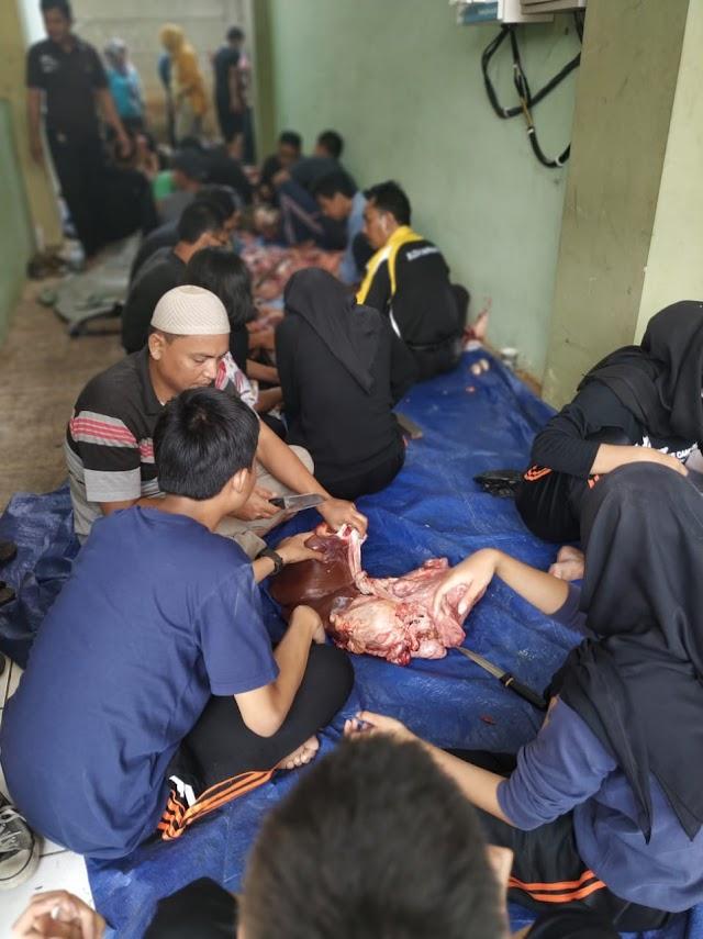 Hari Raya Idul Adha, SMA-SMK Budhi WARMAN 2 Berbagi Daging Qurban